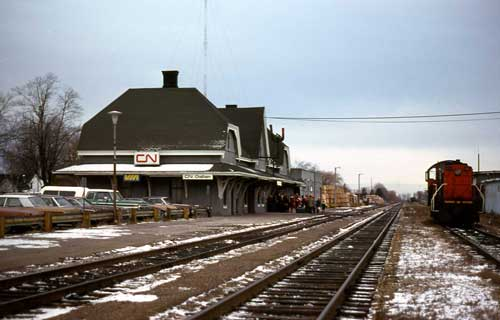 Chatham (ON) Canada  City new picture : Canadian National Railway and VIA Rail